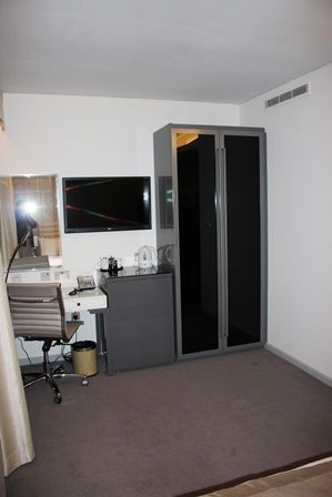 Dorsett Hotel, accessible room with OpeMed OT200 ceiling hoist